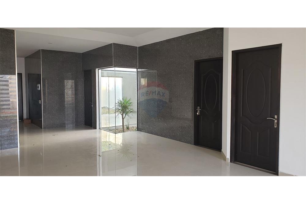 Casa en Alquiler G77 Y AV. INTERNACIONAL Foto 1
