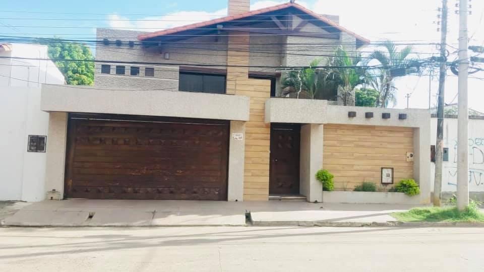 Casa en Venta Av. Alemana 1 cuadra antes del 3er anillo Foto 1