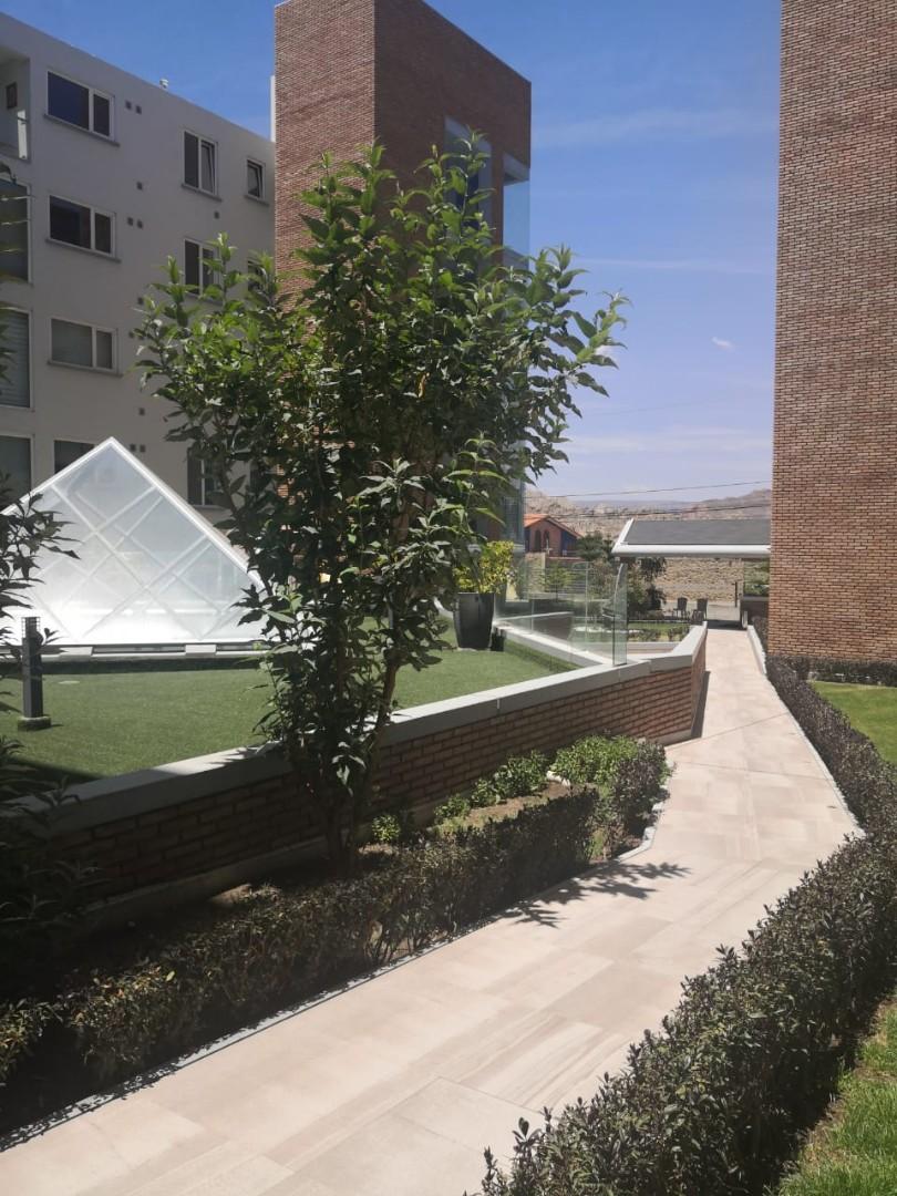 Departamento en Alquiler Calle 25 prolongación  calacoto. Residencias Arboleta y Spa Foto 1
