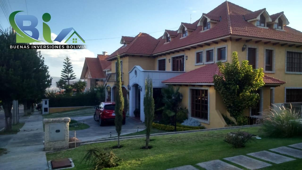 Casa en Alquiler $us.1800 ALQUILER RESIDENCIA COLONIAL 1100M2 URB. BOSQUE SUR Foto 1