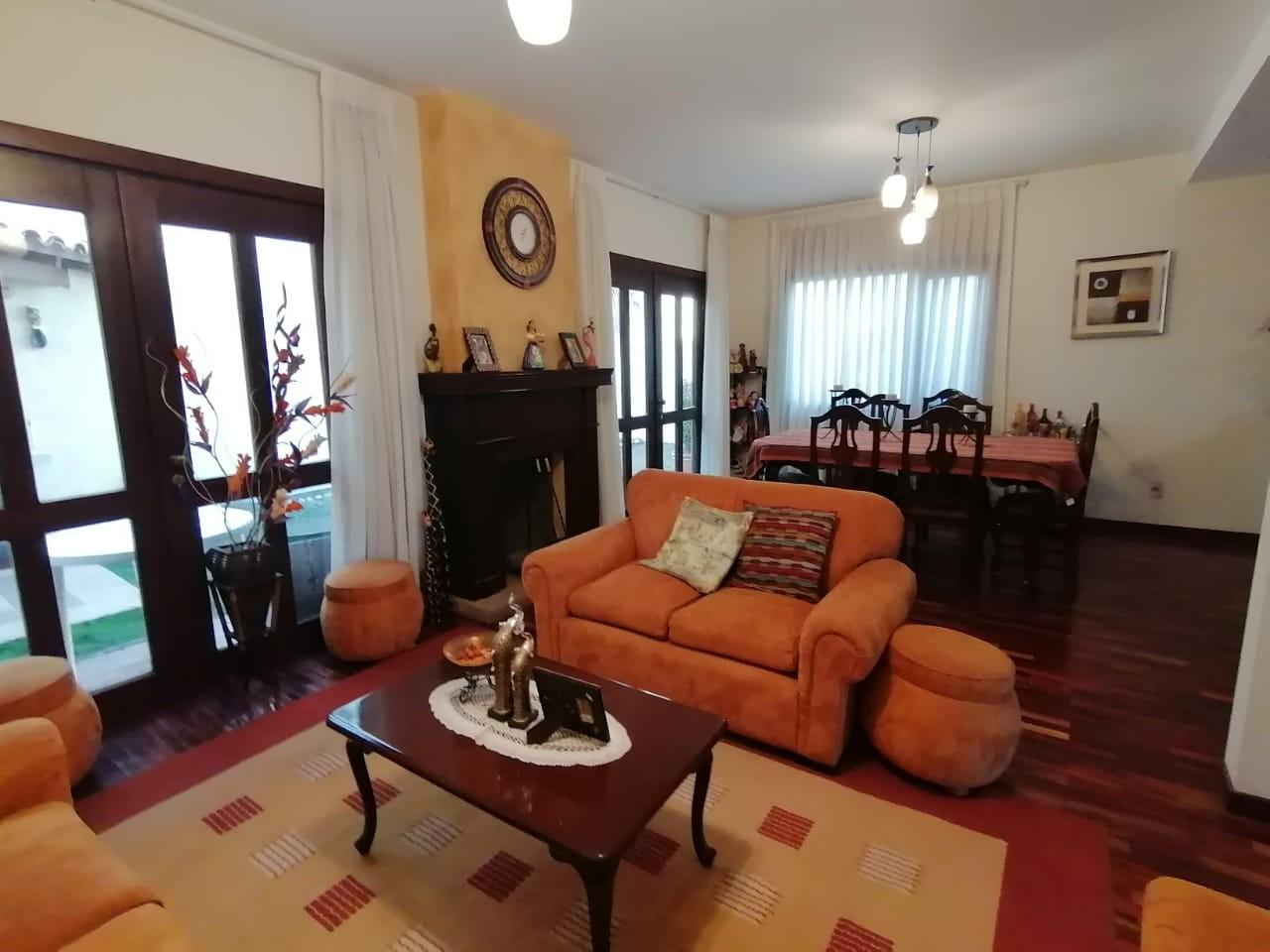 Casa en Venta Los Rosales, Achumani Foto 1