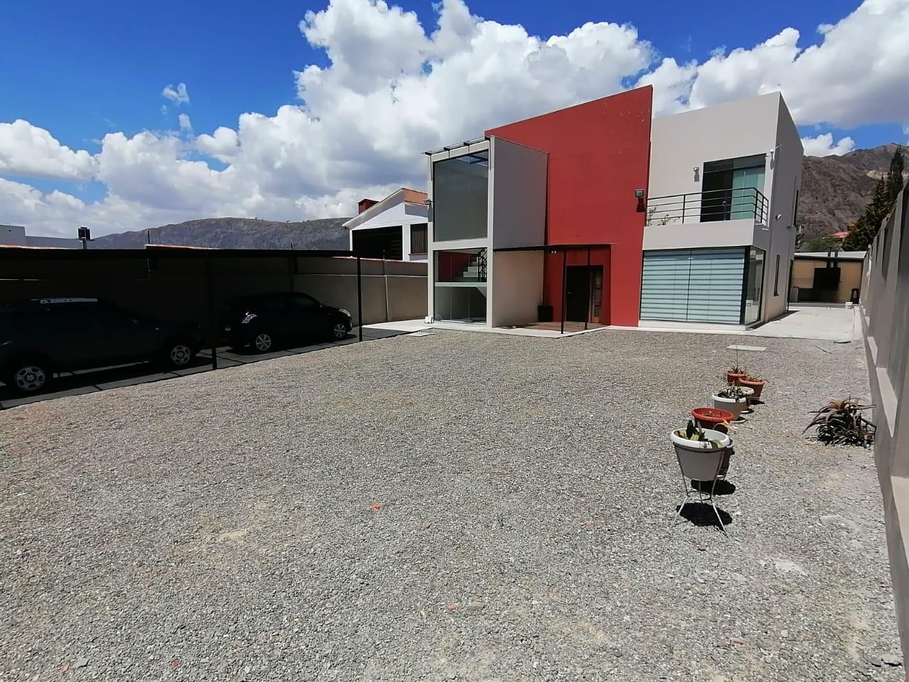 Casa en Venta $us.250.000.- LINDA CASA EN VENTA JUPAPINA 653 mtrs DE TERRENO LPZ Foto 1