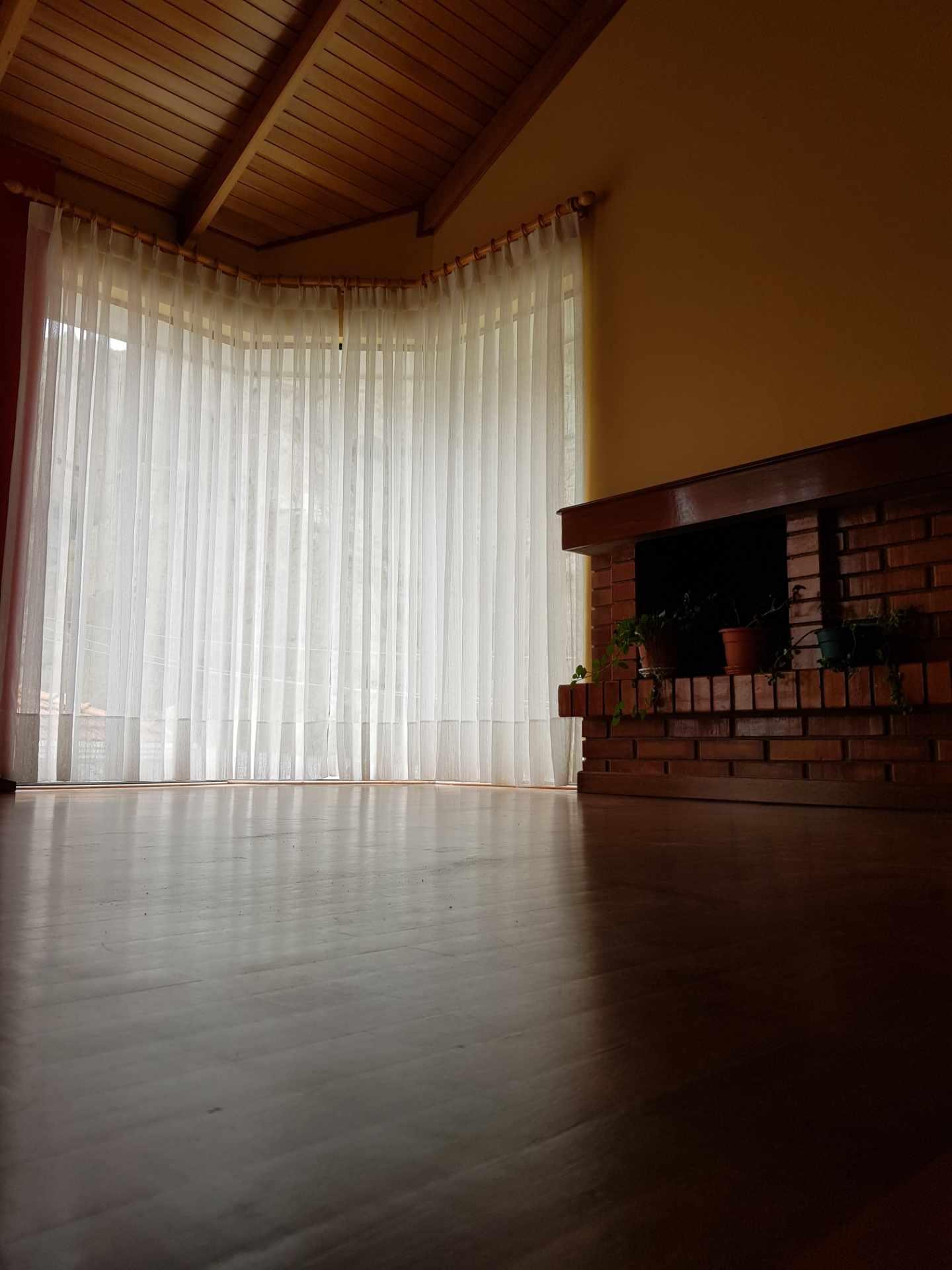 Departamento en Alquiler Soleado Duplex en la mejor zona de Achumani Foto 1