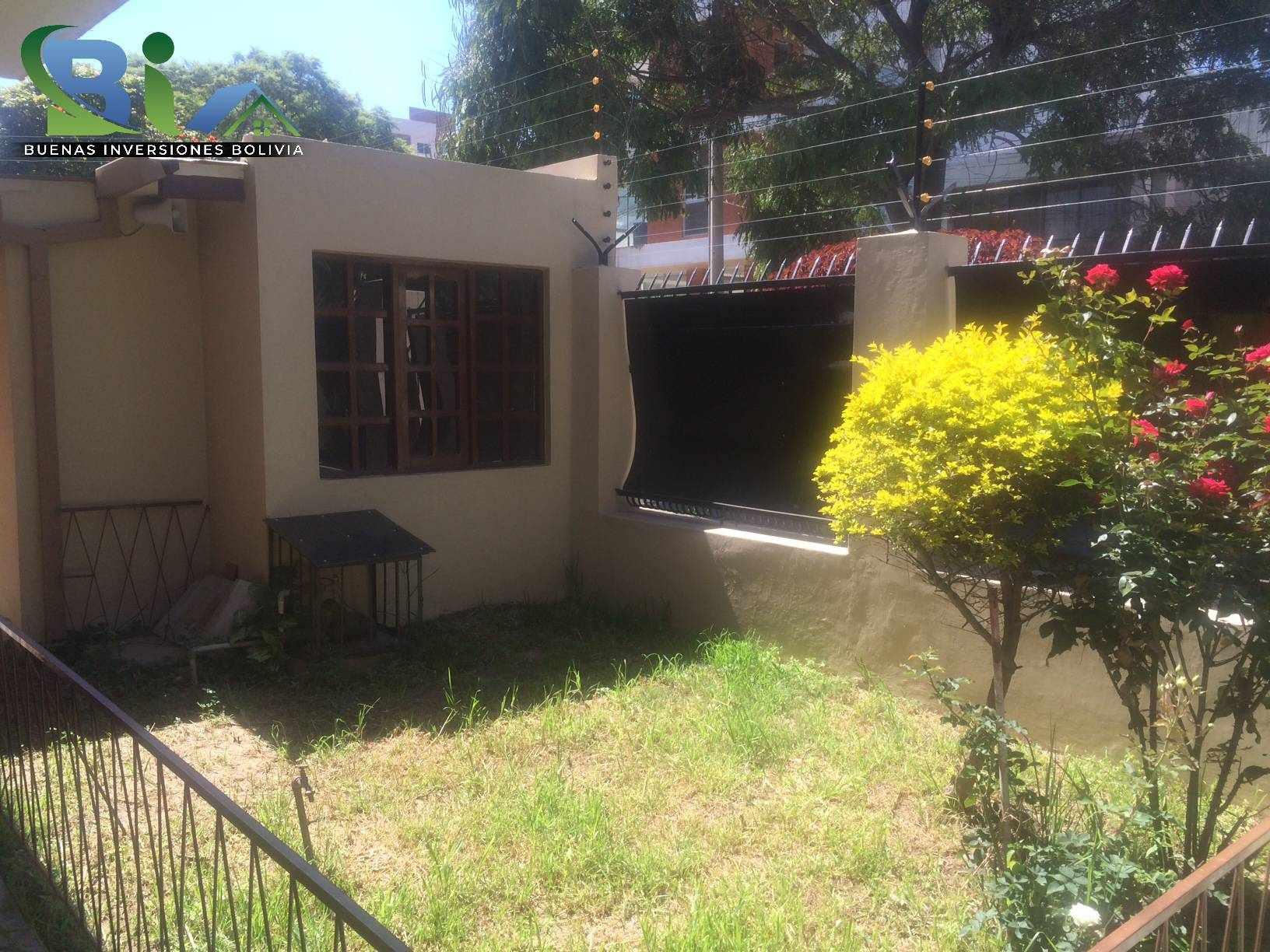 Casa en Alquiler $us 1.300.- CASA INMEDIACIONES CINE CENTER Foto 1