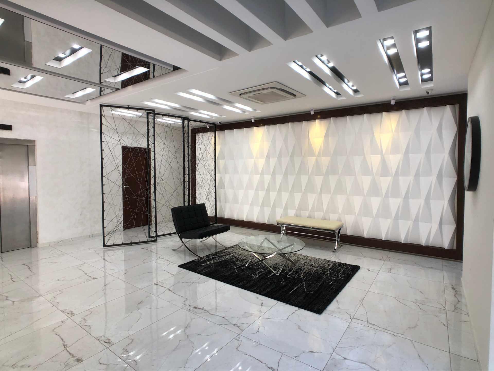 Oficina en Venta Oficina en Alquiler Centro Empresarial Equipetrol Foto 1