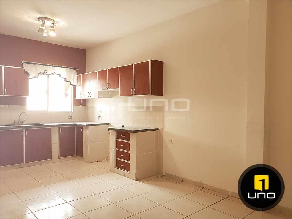 Casa en Alquiler CÓMODA Y ACOGEDORA CASA INDEPENDIENTE DE 2 PLANTAS ZONA NORTE (AV. BANZER) ENTRE 7MO Y 8VO ANILLO Foto 5